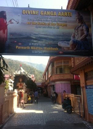 Parmarth Niketan Yoga Ashram-Ön sokak